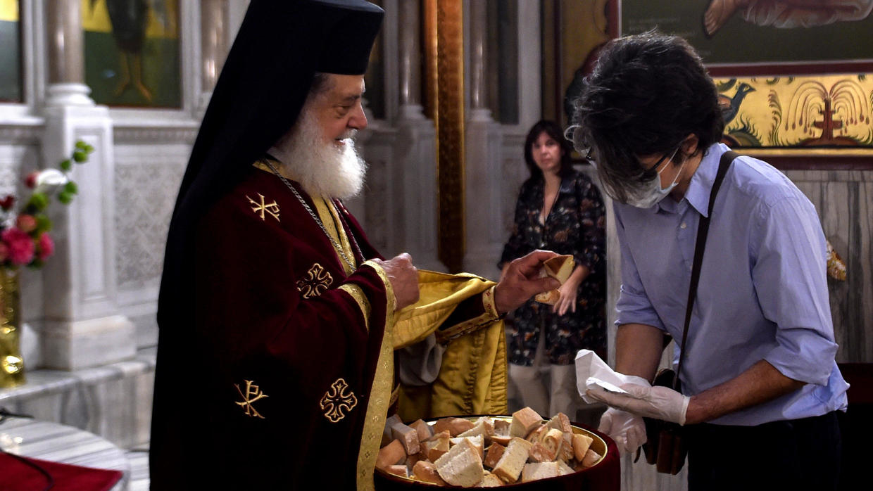 Photo of Greek churches welcome first worshipers after more than two months of lockdown