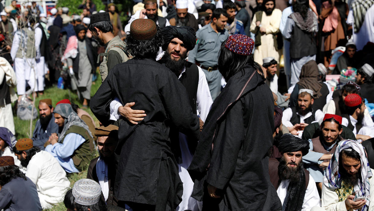 Photo of Afghanistan frees hundreds more Taliban prisoners during ceasefire