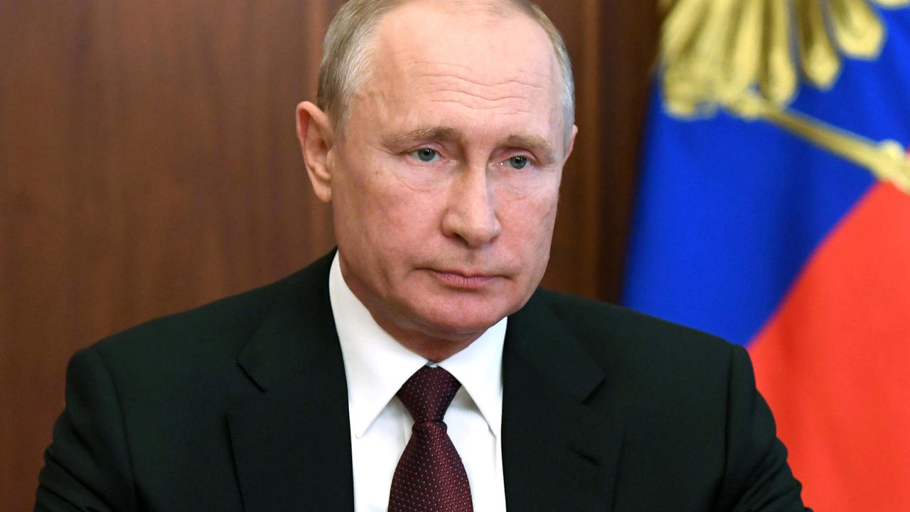 Photo of Russia's President Putin announces post-coronavirus tax hike for high earners