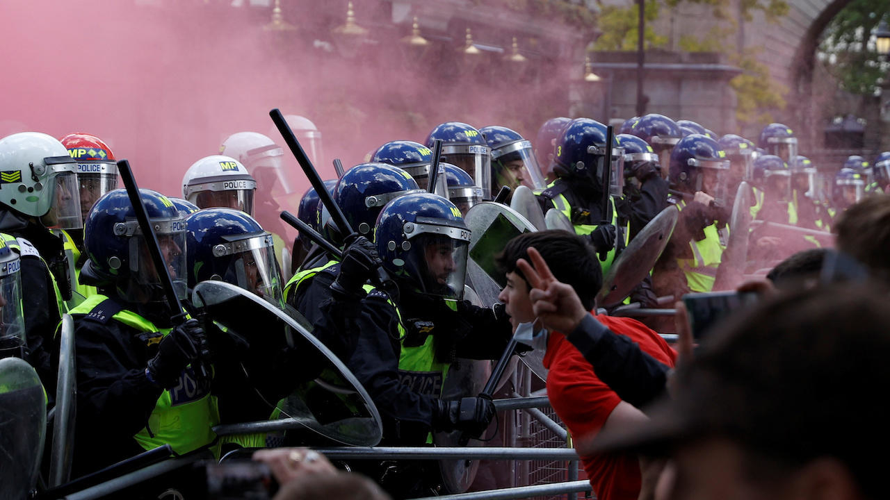 Photo of Far-right activists clash with police, Black Lives Matter protesters in London