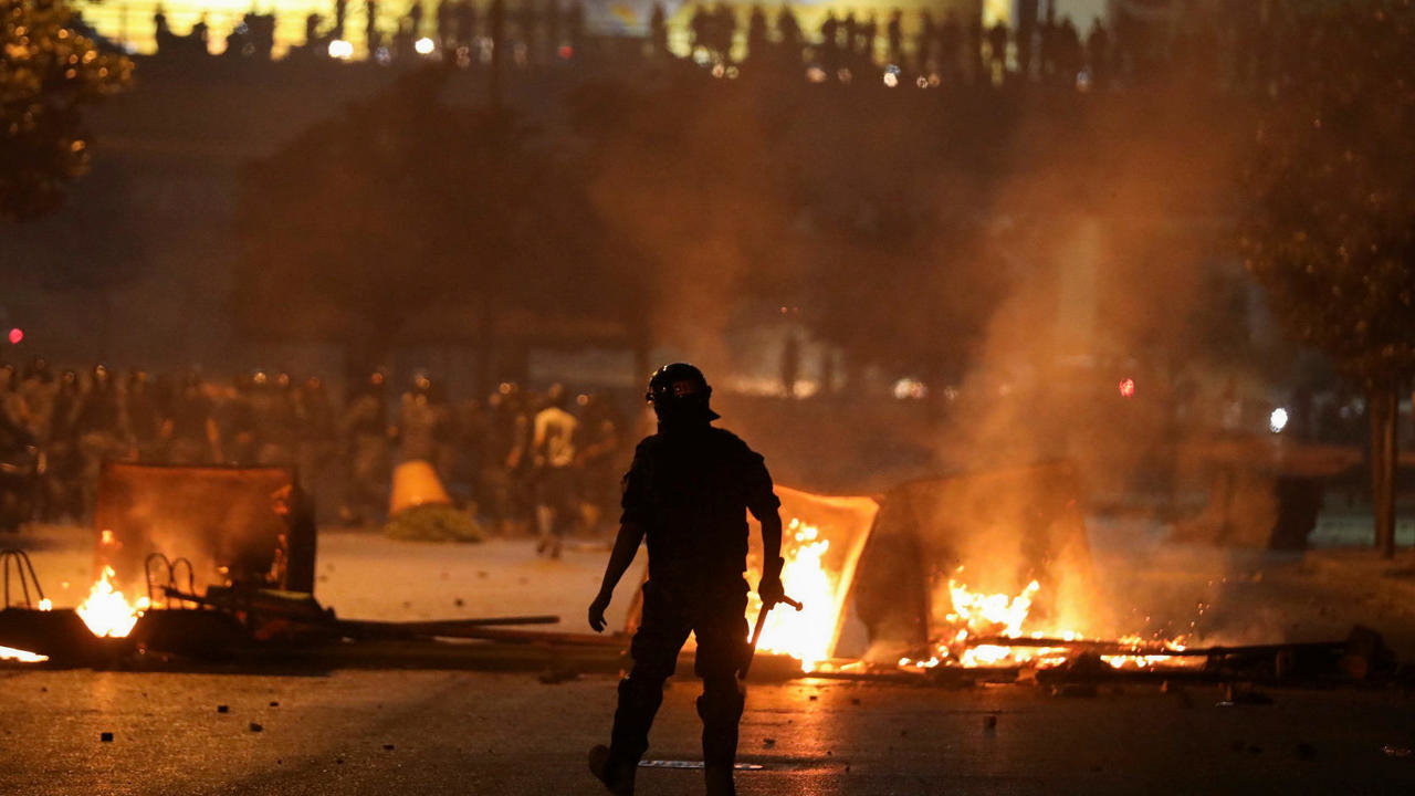 Photo of Lebanon rocked by second night of unrest amid currency plunge