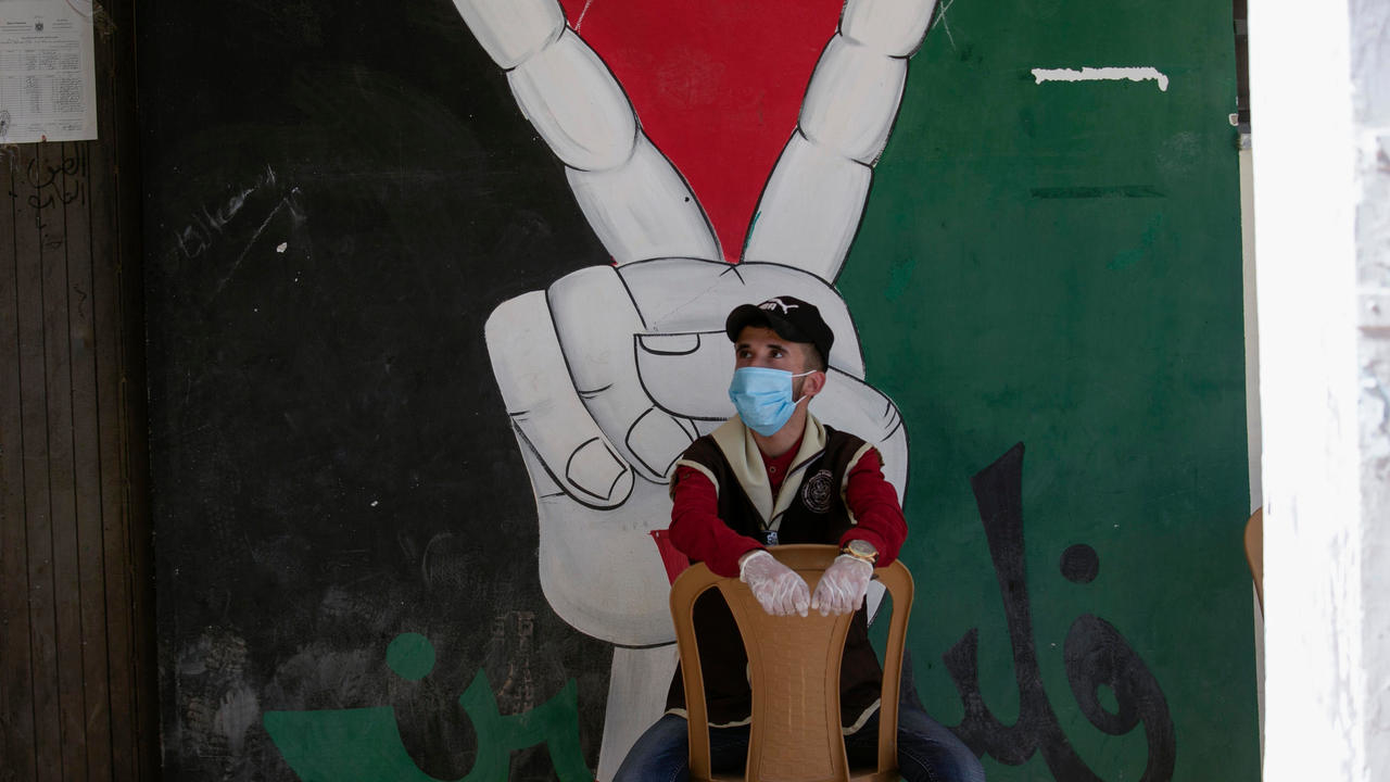 Photo of Palestinians rally against Israeli annexation as West Bank goes on Covid-19 lockdown