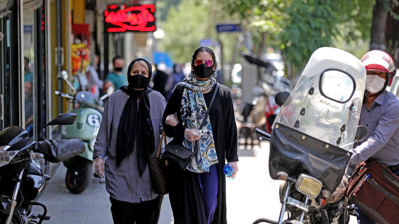 Photo of Iran reports its highest one-day Covid-19 death toll, topping record set earlier in week