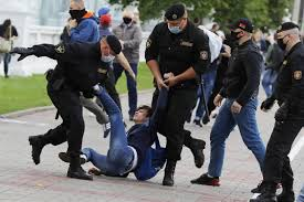 Photo of Police Detain Dozens in 2nd Day of Belarus Election Protests