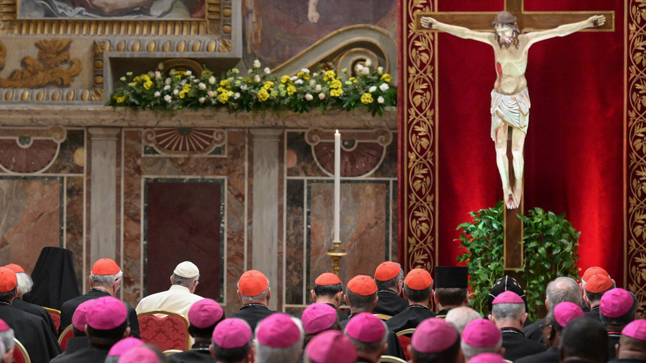 Photo of Vatican urges bishops to report sex abuse crimes to police