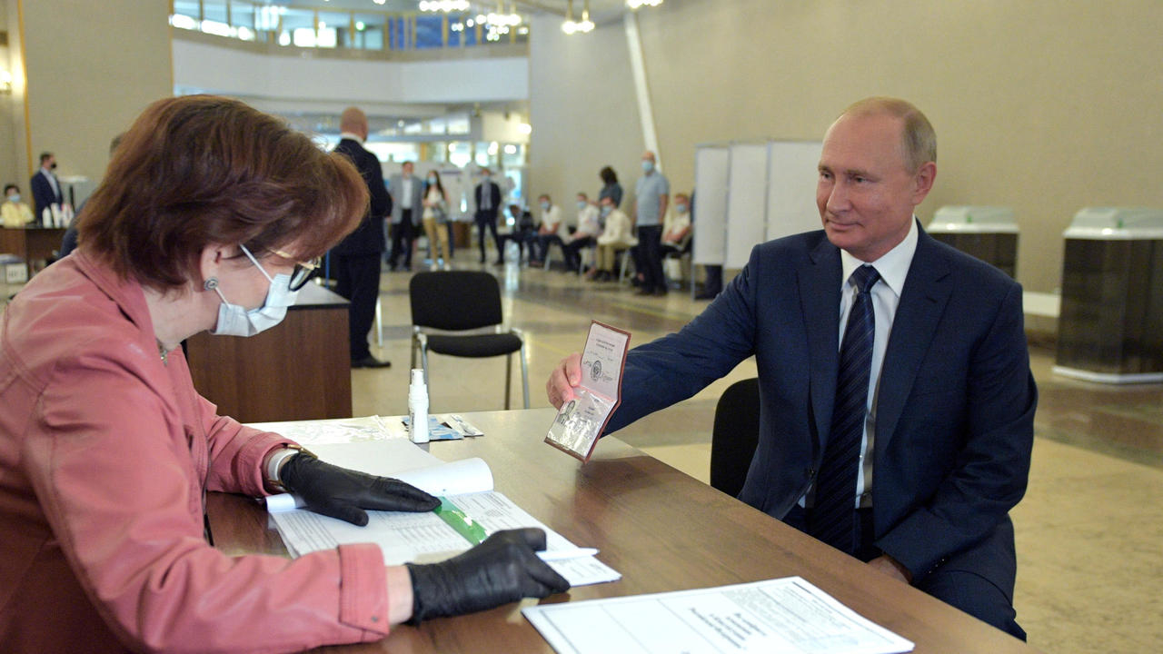 Photo of Russian voters back reform allowing Putin to extend rule