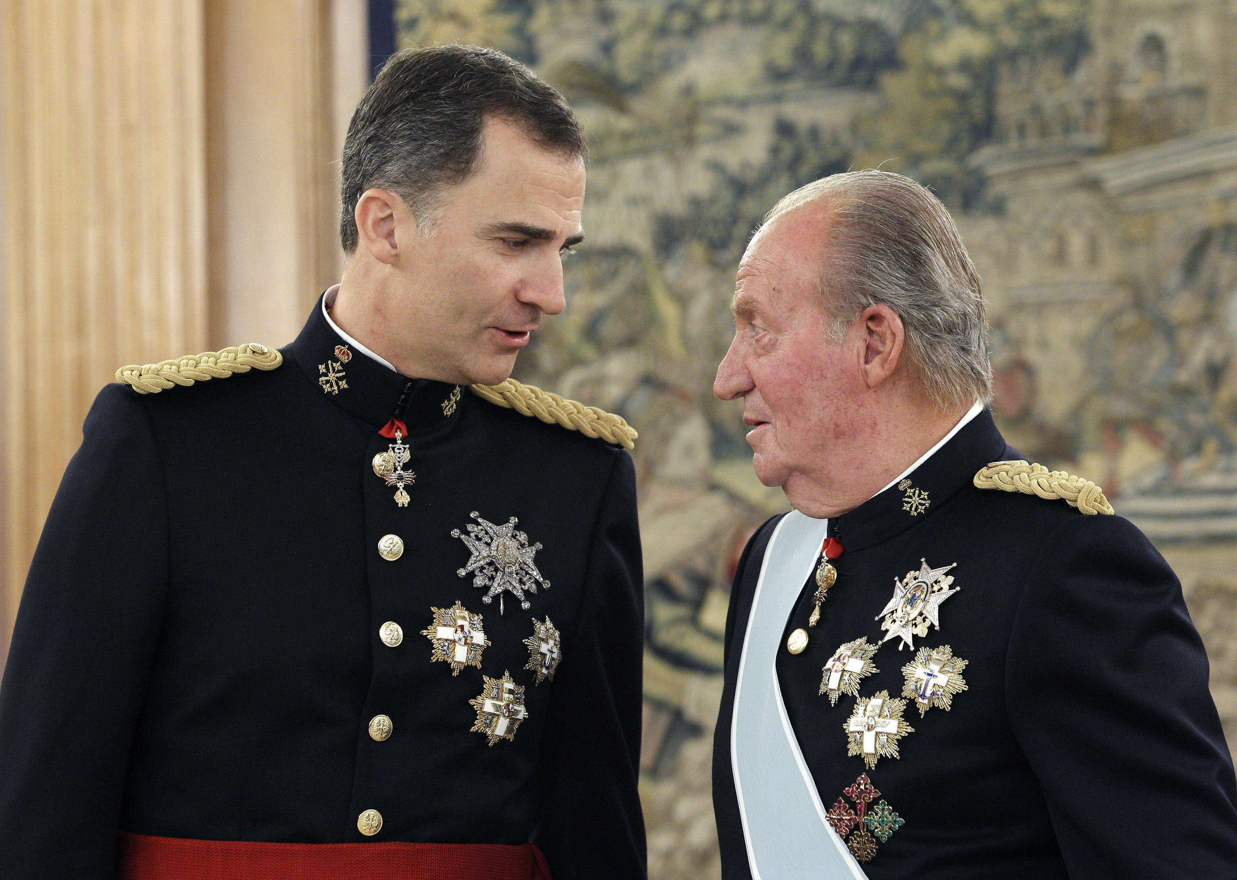 Photo of Spain's Juan Carlos: Once popular former king goes into exile amid scandal