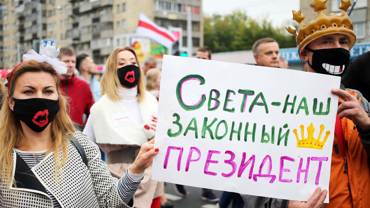 Photo of Tens of thousands protest in Belarus despite police detentions
