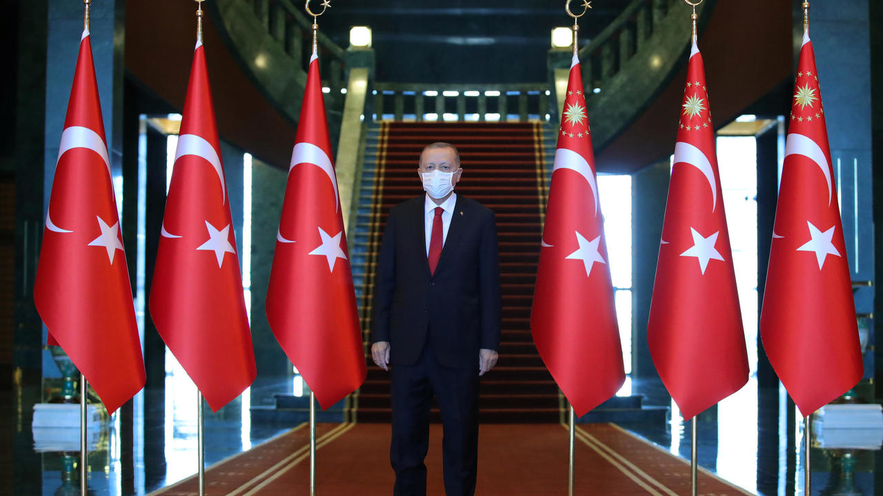 Photo of Erdogan warns Macron 'not to mess with Turkey' amid Mediterranean tensions