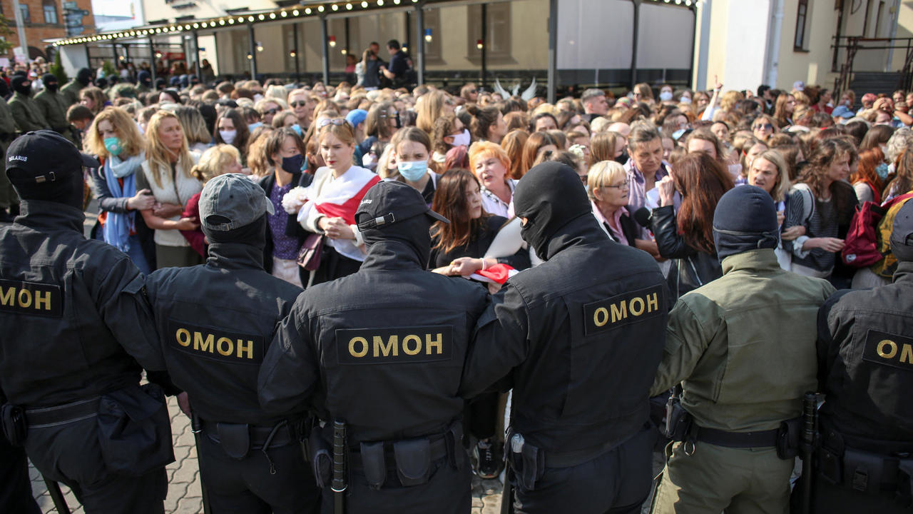 Photo of Belarus police arrest dozens of protesters at anti-Lukashenko rally