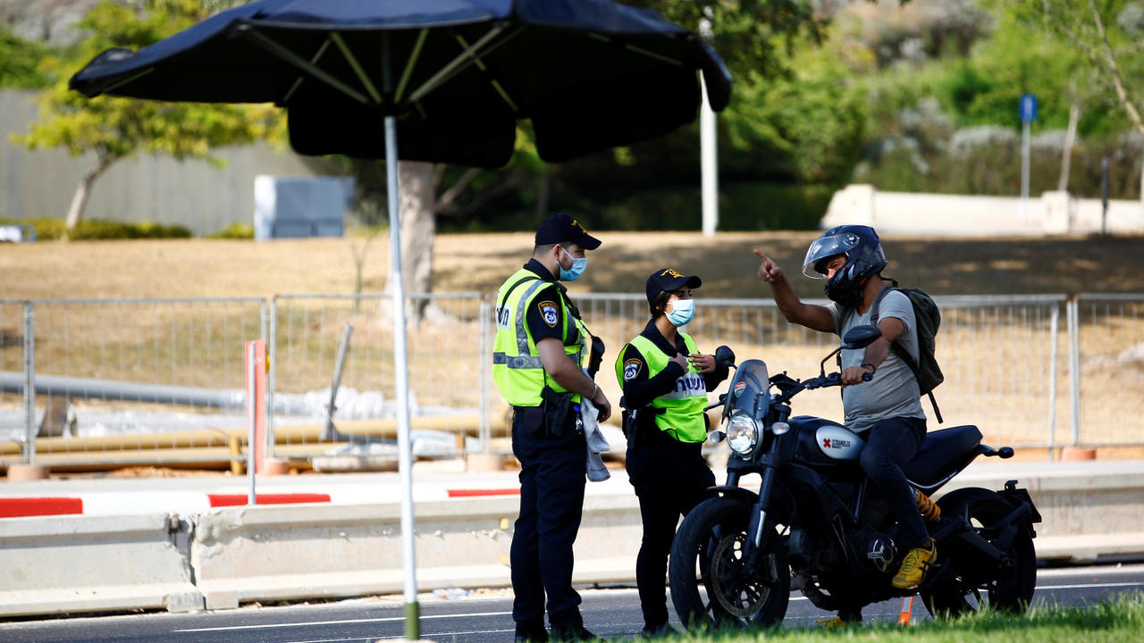 Photo of Israel tightens lockdown as critics accuse Netanyahu of trying to curb protests