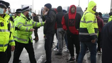 Photo of Lorry Drivers Scuffle With UK Police As Thousands Stranded