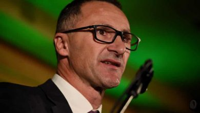 Photo of Greens would demand '700% renewable energy' target in any Labor power-sharing deal