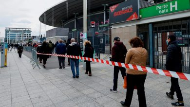 Photo of Spaniards turned away from French vaccination centre