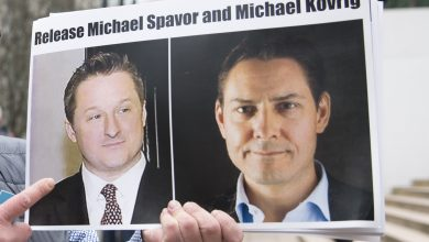 Photo of China frees Canadians Michael Spavor and Michael Kovrig after Huawei boss released