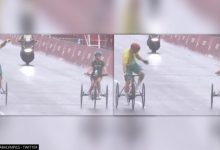Photo of Australian Paralympian slows mid-race to cheer on another rider