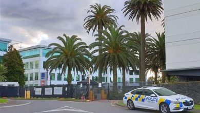 Photo of Police in Auckland search for COVID-19 positive person who escaped quarantine